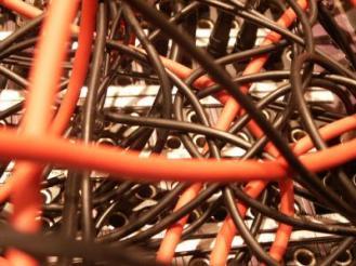 Kabelgewirr und Medienflut tun dem Nutzer seltengut
