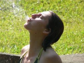 Wasser prusten statt Keuchhusten