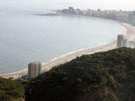 Blick auf Copacabana: Menschen und Strand soweit das Auge reicht
