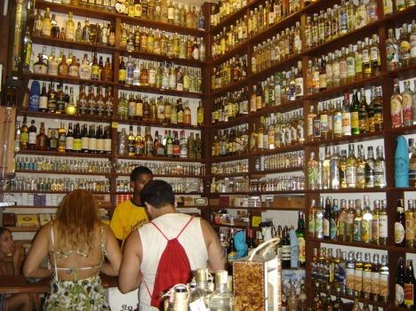 Cachaca-Laden in Parati: Wer findet die Pitú?