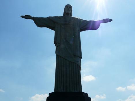 Einsam wacht Cristo Redentor auf der Spitze des Corcovados